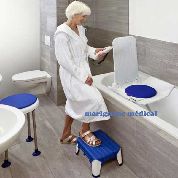 marche pied de bain aquatec step salle de bain maintien domiclile. Black Bedroom Furniture Sets. Home Design Ideas